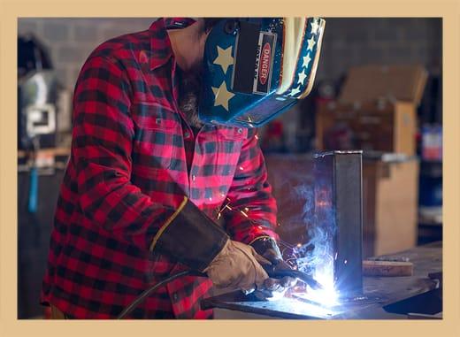 La fabrication de produits en métal est l'une des pratiques que Dominic apprécie chez Freeside.